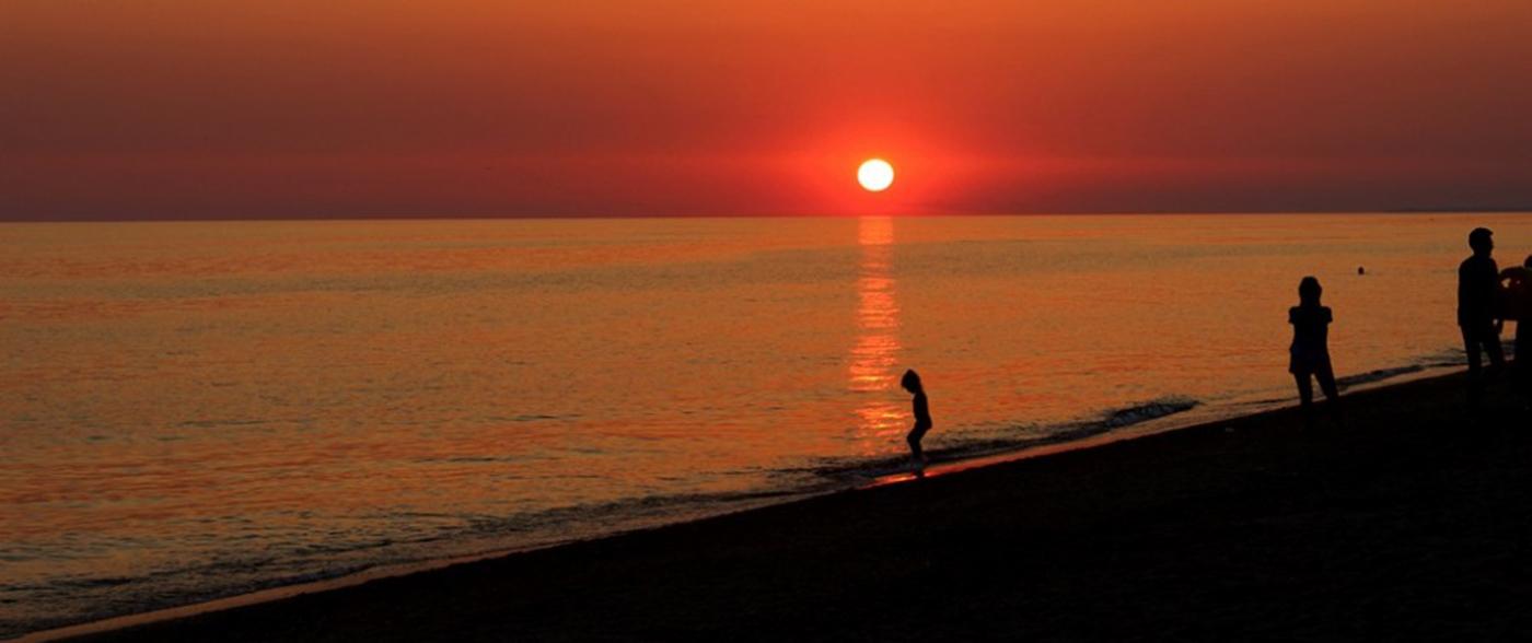Закаты на пляже саки прибой